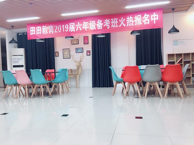 http://cdn.pxschool.pxjy.com/qiniuyun/20180909/15364707637984.JPG